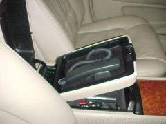 Nokia privacy handset in 2000 LS upper console tray