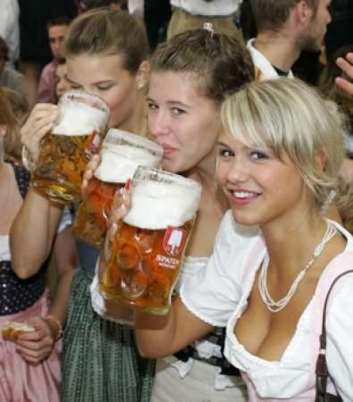 oktoberfest-girls.jpg.458115e102691d245fa9198ce8cb1d5a.jpg