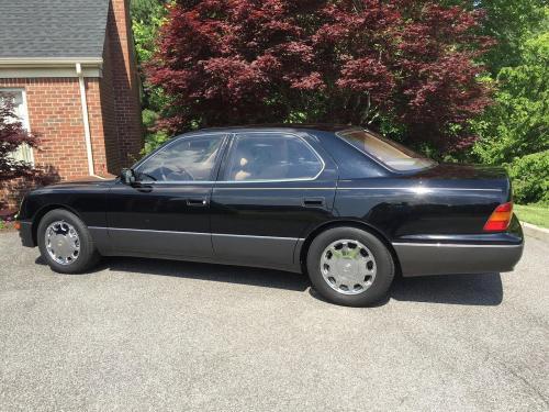 1995 Lexus LS 1.jpg