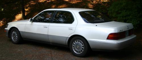 1991_Lexus_LS400.jpg